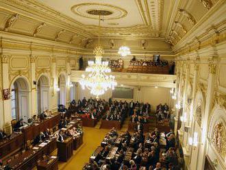 Poslanci štyroch strán v Česku vytvorili v parlamente Demokratický blok