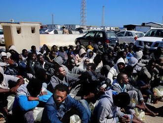 Líbya prešetrí predaj migrantov do otroctva