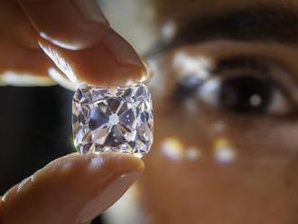 Najväčší dražený diamant kúpil neznámy Číňan cez telefón