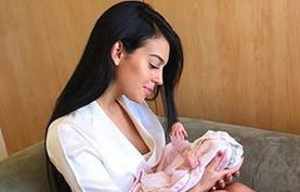 Fotka Ronaldovej priateľky po pôrode. Naozaj rodila?