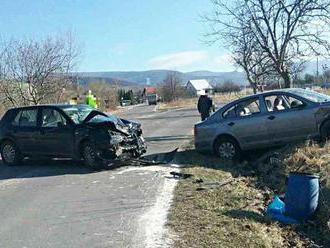 NEHODA VO ZVOLENE: Po zrážke dvoch áut hlásia zranených