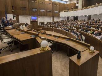 Poslanci schválili novelu zákona o dani z príjmov, prináša zmeny