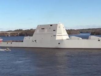USA spustili na vodu torpédoborec budúcnosti