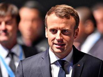Katar podpísal s Macronom dohodu o nákupe 12 francúzskych stíhačiek Rafale