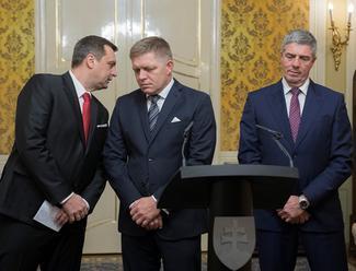 Poslancom, ministrom či prezidentovi stúpnu od januára platy o euro
