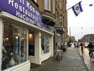 V Amsterdame muž s palestínskou vlajkou rozbil okná na kóšer reštaurácii
