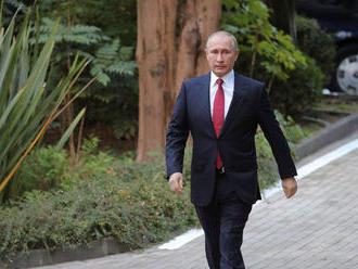 V Rusku sa začala kampaň k prezidentským voľbám. Tie preveria Putinovu popularitu