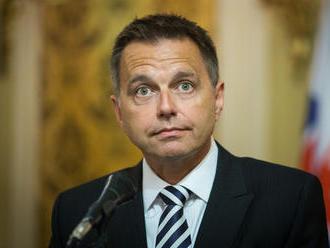 Pýtate vyrovnaný rozpočet a vyššie výdavky, čuduje sa minister financií opozičnej kritike