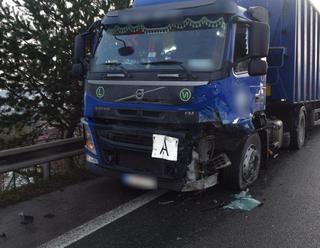 Hororová čelná zrážka: FOTO Z audiny ostal po náraze do kamiónu vrak, anjeli v akcii