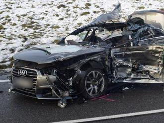 Hrozivo vyzerajúca zrážka mladého vodiča s kamiónom: Zranili sa štyria ľudia