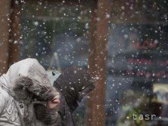 Po dvoch dňoch sneženia zostáva v Maďarsku neprístupných deväť obcí