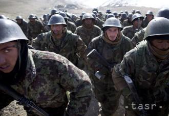 Pri útoku Talibanu na vojenskú základňu mohlo zahynúť až 50 vojakov