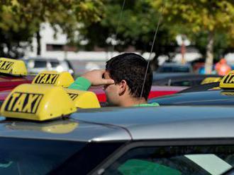 Nespokojní taxikári chystajú protestnú jazdu proti nelegálnym vodičom