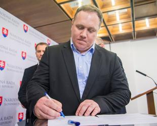 """Poslanci konzervatívnej platformy hnutia OĽaNO-NOVA vyzývajú ministra Richtera: """"Nediskriminuj"""