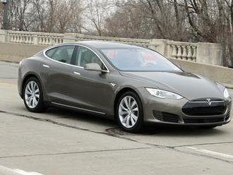 Tesla zvoláva do opravovní 53.000 vozidiel
