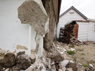 Západné Turecko postihli dve zemetrasenia, ľudia v panike vybiehali von z budov