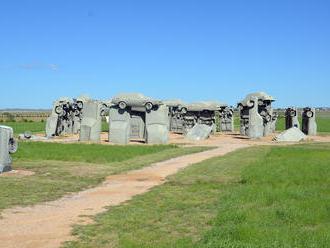 Fakt divné sochy a pomníky roztrúsené po celom svete