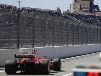 V Soči začal nejrychleji Räikkönen, těsně předjel Bottase