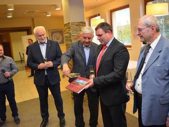 Velké Bílovice vydaly vinařskou bibli: Pokřtil ji Miroslav Donutil!