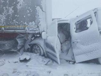 Pod Tatrami sa zrazili desiatky áut, úsek diaľnice zostal neprejazdný