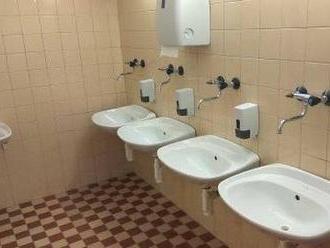 Slovenské školstvo je na tom asi fakt zle: FOTO rarity na záchodoch Žilinskej univerzity