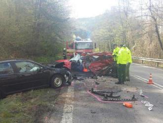 Mladá vodička prešla do protismeru, zrážku s druhým autom neprežila