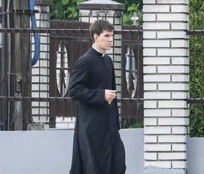 Syn poľskej premiérky Beaty Szyd� ovej bude dnes vysvätený za kňaza. Jeho prvá sv. omša bude netradič