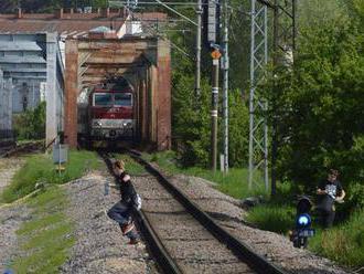 Hrozivá hra tínedžerov: Beh pred vlakom