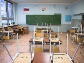 Deviataci v základných školách budú mať viac hodín dejepisu