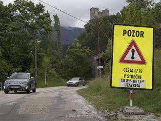VIDEO Chaotické značenie uzávery Strečna: Problém majú domáci aj turisti!