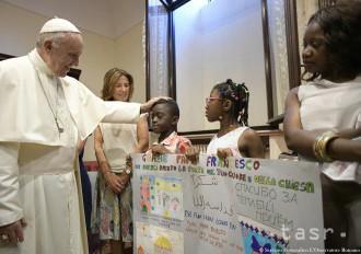 Pápež František sa stretol s 30 utečencami prichýlenými v Ríme