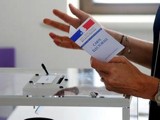 Francúzi na Slovensku posunuli do Národného zhromaždenia Macronovho kandidáta