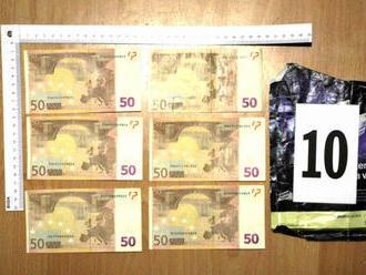 Pozor na podarené falzifikáty 50-euroviek, polícia zverejnila ich sériové čísla