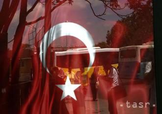 V Turecku zadržali pri zásahoch po pokuse o puč ďalších 115 ľudí