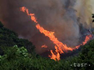 Dalmáciu postihli ničivé požiare, vojenskú základňu polievajú