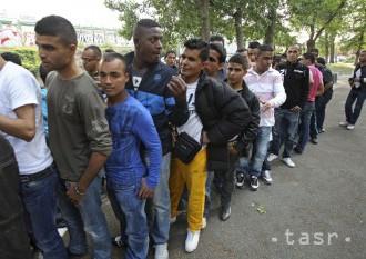 Rakúsky minister vnútra kritizoval samozvaných záchrancov
