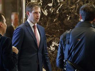 Senátori požiadali Biely dom o prehodnotenie Kushnerovej previerky
