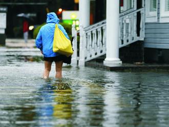 V Japonsku po silných dažďoch hrozia záplavy; tisícky osôb evakuovali