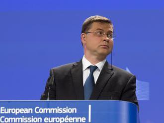 EK je znepokojená dianím v Poľsku; podľa Zaorálka si Poliaci demokraciu ubránia