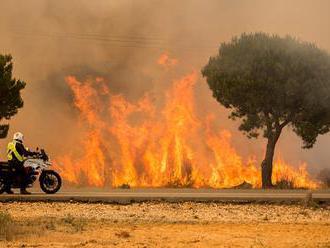 Šírenie požiaru ohrozujúceho Split zastavili; Čierna Hora žiada EÚ o pomoc