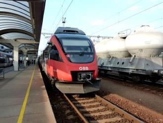 Zlepšenie signálu mobilných sietí vo vlakoch zabezpečia špeciálne okná