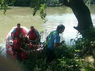 FOTO Dráma v Malom Dunaji: Topili sa tri sestry, jedna   zmizla pod hladinou, pátranie pokračuje
