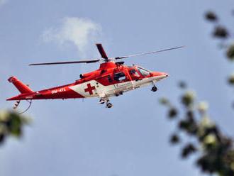 Leteckí záchranári zo Žiliny leteli na pomoc mužovi, ktorý si zachytil nohu pod koleso traktora