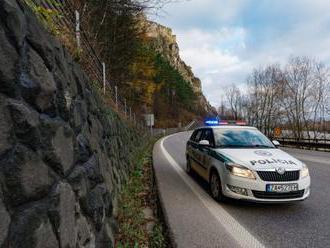 Zastavená cesta pod Strečnom rozhádala Kysuce s Oravou, starostovia hrozia blokádou