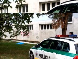 Tragické ráno v Petržalke: Muža   našli mŕtveho pod oknami paneláku!