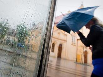Nebezpečné počasie ešte NESKONČILO, výstrahy pokračujú: Galiba sa teraz valí na stred krajiny!