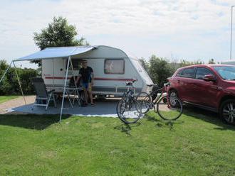 Nezávislost na cestách: Volba karavanu či obytného vozu?
