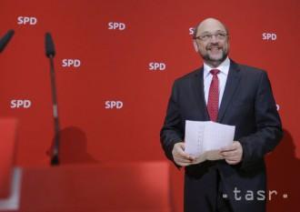 Súper Merkelovej Schulz je stále presvedčený, že ju môže poraziť