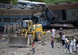 Egyptská prokuratúra poslala po nehode vlakov do väzby štyroch ľudí