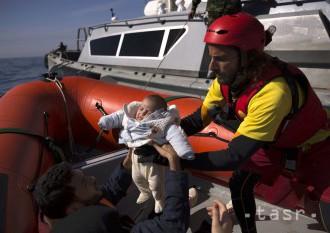 Záchranu migrantov v Stredozemnom mori pozastavila ďalšia organizácia